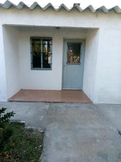Casa 2 Dormitorios,patio Y Parrillero.