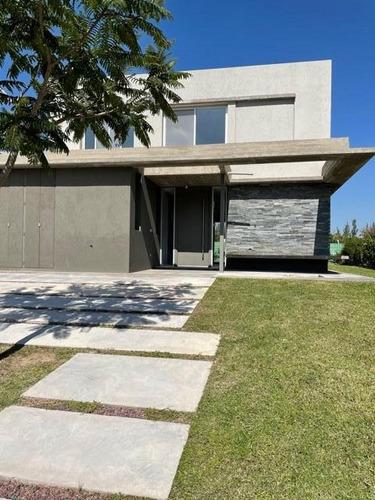 Casa  En Venta Ubicado En Castaños, Nordelta, G.b.a. Zona Norte