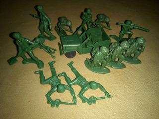 Soldaditos De Plastico. 13 Piezas Y Un Jeep
