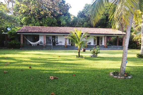 Hermosa Casa Frente Al Mar En El Palmar De San Carlos