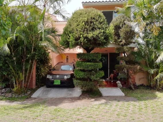 Casa En Condominio 3 Recamaras, Alberca, Jardin, Amueblada