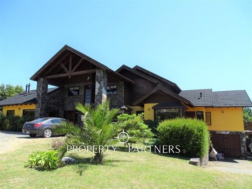 Imagen 1 de 30 de Espectacular Casa En Pucón, Con Vista Al Volcan Y Lago Villa