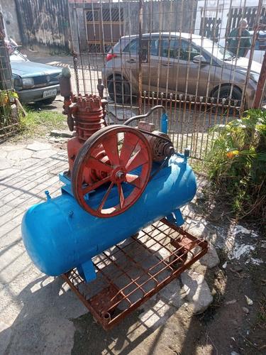 Imagem 1 de 5 de Compressor De Ar Douat 890 Rpm Motor 10 Cv