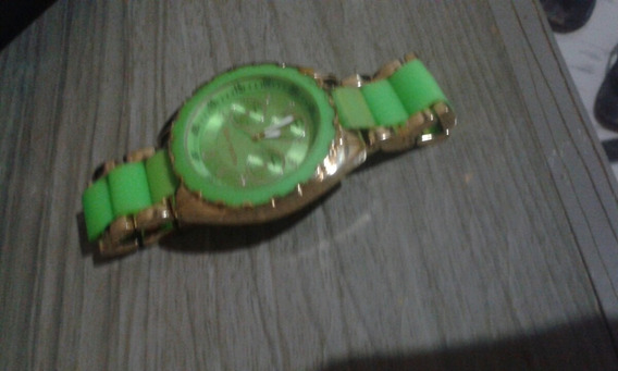 Relógio Usado, Muito Lindo E Funcionando Normalmente