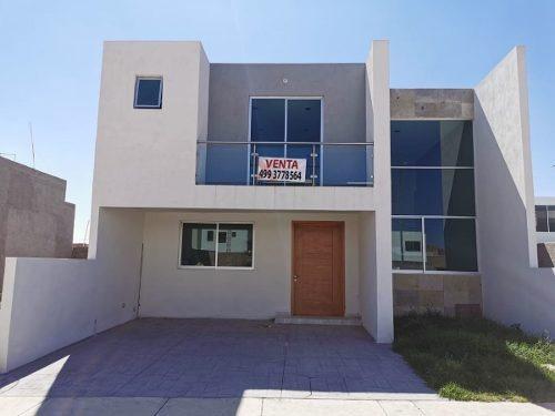 Casa En Venta En Loretta Con Recamara En Planta Baja.