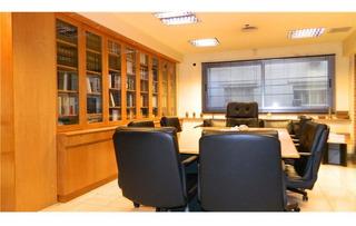 Excelente Oficina En Tribunales.181 M2. 7 Oficinas