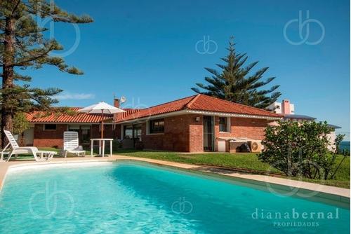 Casa En Punta Del Este, Playa Mansa, 4 Dormitorios , Piscina Y Barbacoa.- Ref: 43287