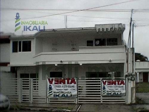 Venta 2 Casas Una Enfrente Y Otra Atrás Col. Jardines De Tuxpan Veracruz, Se Encuentran Ubicadas En La Calle Río Jamapa # 59 De La Colonia Jardines De Tuxpan, Muy Cerca De Los Principales Centros Com