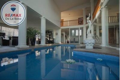 Gran Casa En Venta Con Alberca Y Área Social En Villas Campestre