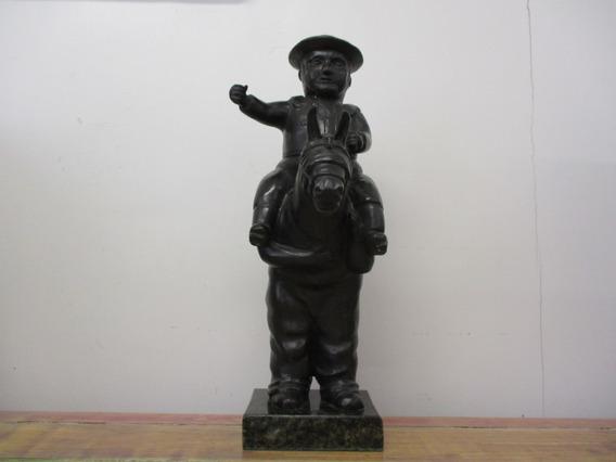 Escultura En Bronce Policeman Ii De Fernando Botero