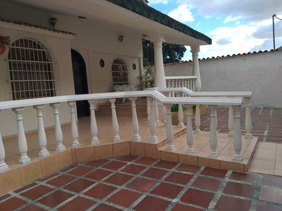 Casa En Callejon Planta Vieja En Maracay