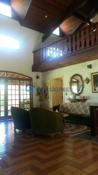Casa Em Araras, 2 Casas E Galpão, Plantas Diversas, Árvores Frutíferas, Espaço E Beleza Natural. - Bi20643
