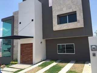 Hermosa Casa Minimalista En Venta En Fracc. Mirador Qro. Mex.