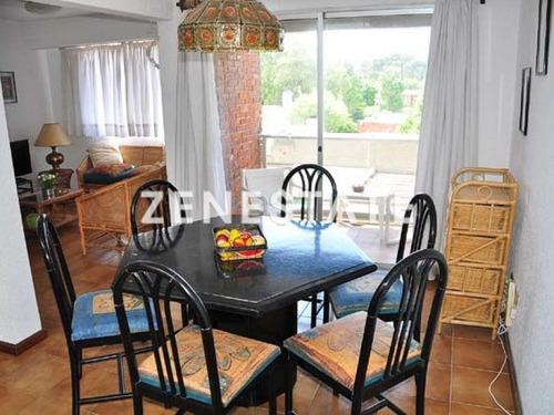 Apartamento En Las Delicias, 3 Dormitorios Con Parrillero