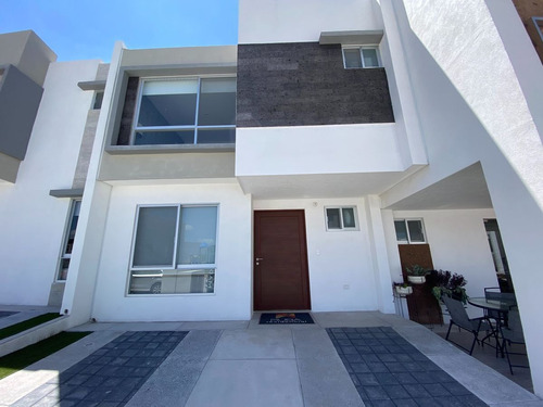 Imagen 1 de 10 de Se Vende Casa Entre El Refugio Y Zibata, 3 Recamaras, 2.5 Ba