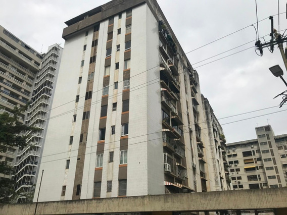 Apartamento Amoblado De 2 Habitaciones, 1 Baño, 1 P/e