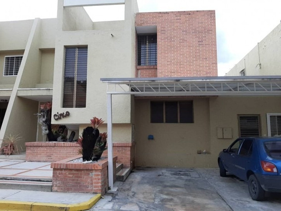 235 M2, Hermoso Townhouse En Venta En Altos De Guataparo. Wc