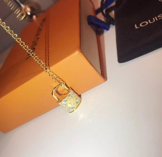 Colar Lv Louis Cadeado Cravejado Ouro Com Embalagem