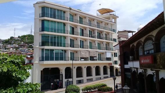 Condominio En Venta En Centro De Puerto Vallarta Con Excelente Vista A La Bahia