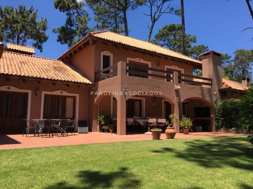 Muy Linda Casa En Jardines De Cordoba- Ref: 2034