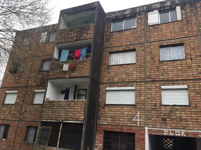 Vendo Apartamento En Complejo De Viviendas. Oportunidad !!