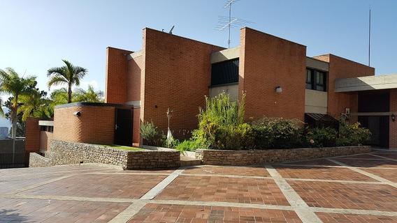 Se Vende Casa 1200m2 5h+2s/6b+s/10p Cerro Verde