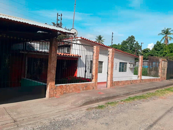 Amplia Casa En Venta En Guanare Portuguesa #20-21878
