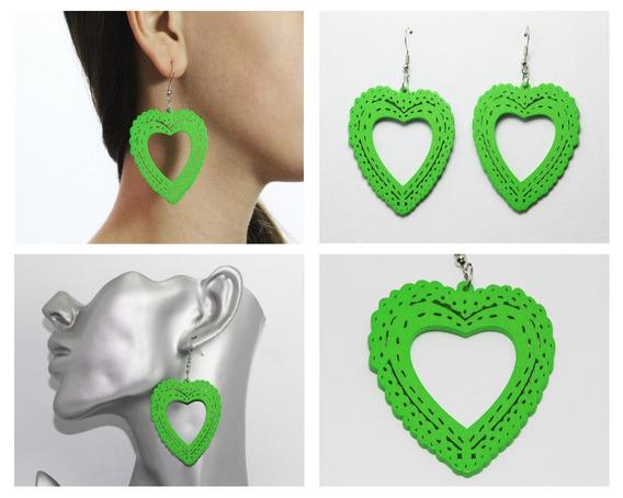 Aretes Moda Dama Madera Corazón Verde Con Garigoleados Ar390