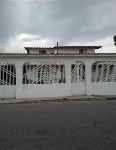 Vendo Casa En Andres Bello Economica Con Piscina 04243745301
