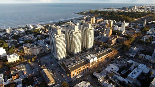 Venta Apartamento 3 Dormitorios Buceo Garaje Y Parrillero