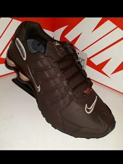 Zapatilla Nike Shock Marron.