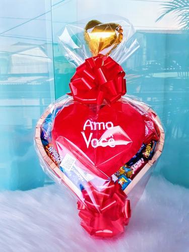 Imagem 1 de 4 de Cesta De Chocolate Pelúcia Coração Te Amo Chocolate Sortidos