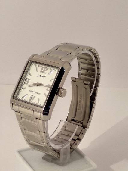 Relógio Casio Mtp-1336 Prata Com Fundo Branco