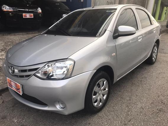 Toyata - Etios Sedan X 1.5 - 2014