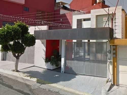 Casa Modernista Ideal Para Nuevas Familias En Los Miras