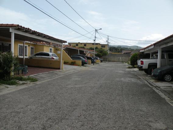 Casa En Alquiler La Mora Rahco