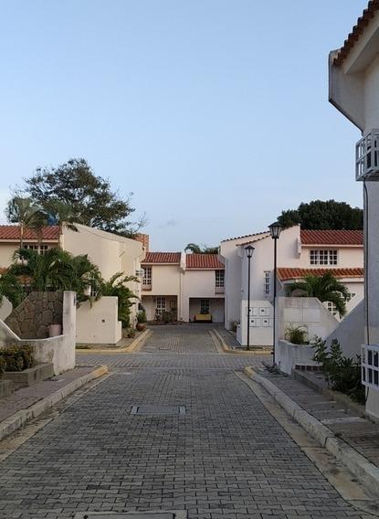 Town House En Venta, Raq