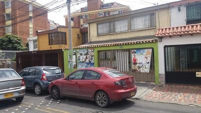 Casa En Barrio Los Andes Con Amplio Frente