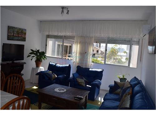 Apartamento En Peninsula, 2 Dormitorios *- Ref: 2773