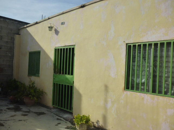 Casa En Venta Zona Centro Bqto 20-22900 Mmm