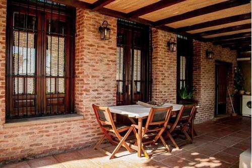Hermosa Casa Súper Cómoda Y Espaciosa, Con Cochera, Pileta, Jardín Y Parrilla!