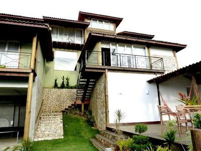 Linda Propriedade Localizada Em Bairro Nobre De Petrópolis. - D4911