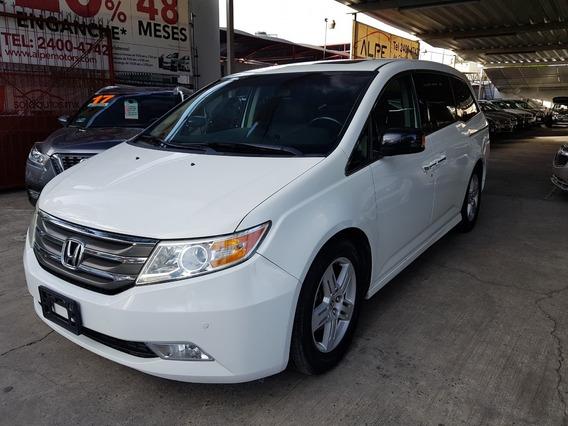 Honda Odyssey Touring 2013, Equipada