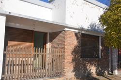 Ph Tipo Casa Al Frente De 2 Dormitorios, Excelente Ubicación, Berisso