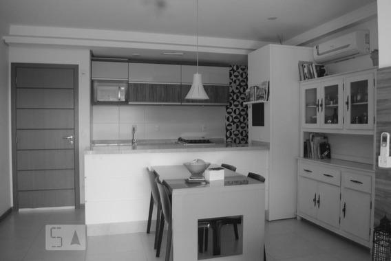 Apartamento No 2º Andar Mobiliado Com 2 Dormitórios E 2 Garagens - Id: 892942844 - 242844