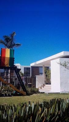 Hermosa Casa En Privada, Frente Al Parque Del Refugio.