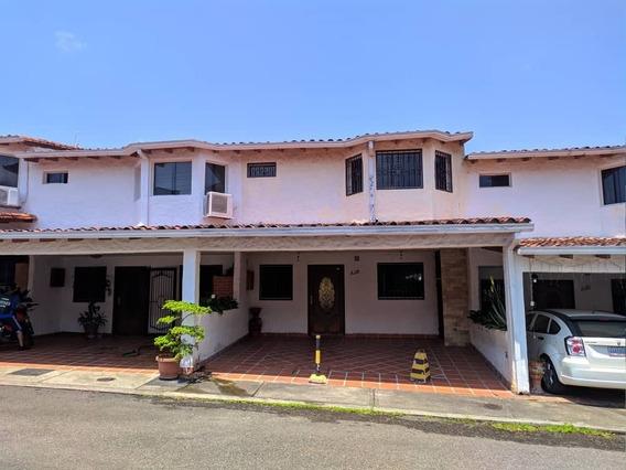 Casa En Urb Santísimo Salvador. Av Ferrero Tamayo.