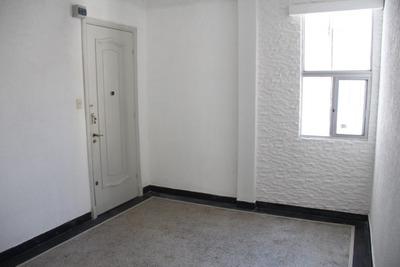 Canelones Y Ejido. 2 Dormitorios.