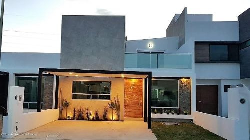 Casa En Venta En El Roble, Corregidora, Rah-mx-20-118