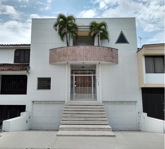 Casa En Las Mercedes Distribuida En 5 Niveles